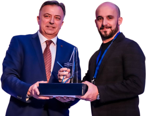 sanel_delic_accepting_an_award